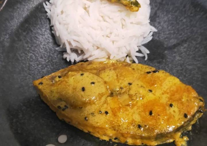Hilsa curry in mustard paste