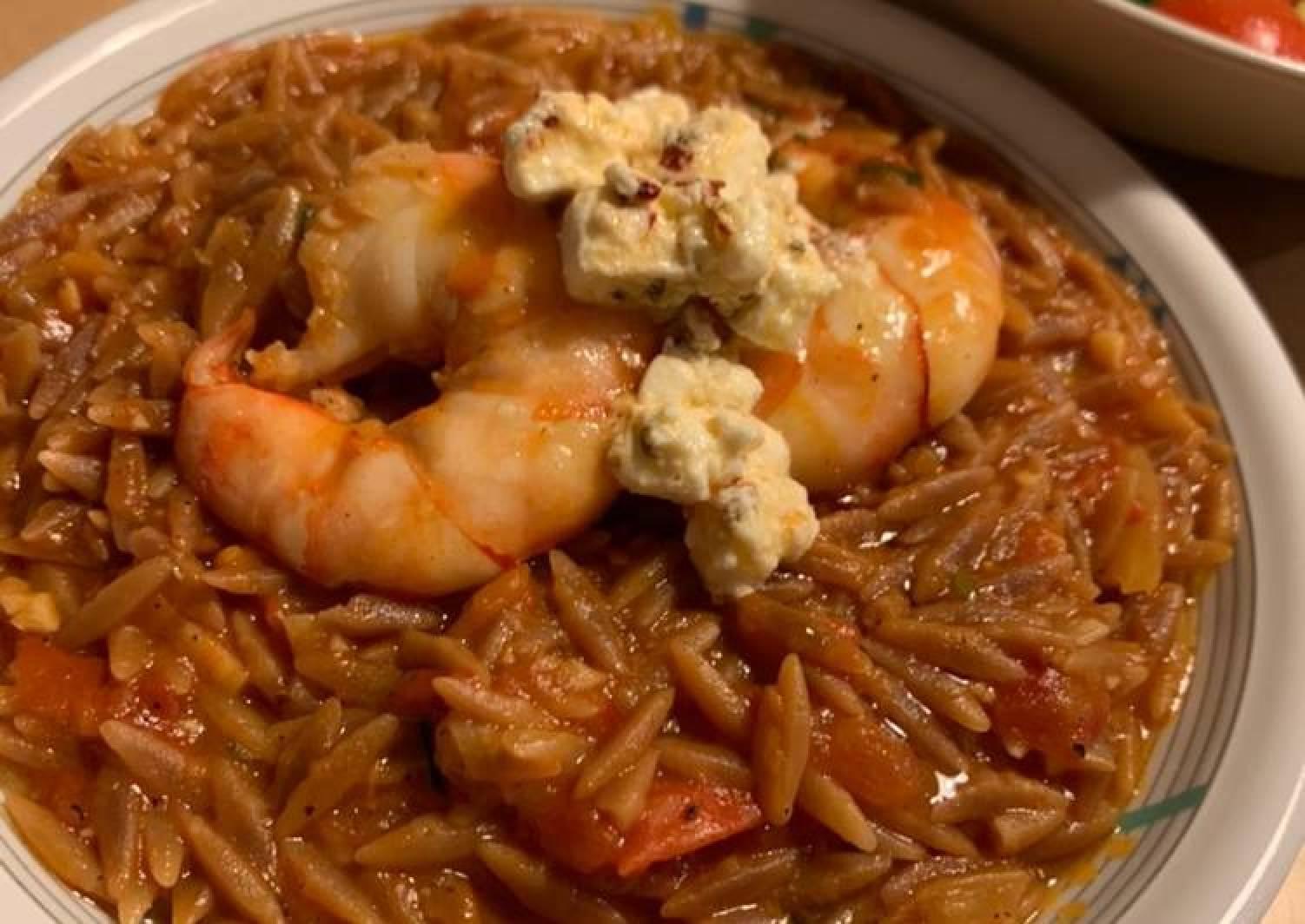 Orzo with prawn, tomato and feta cheese
