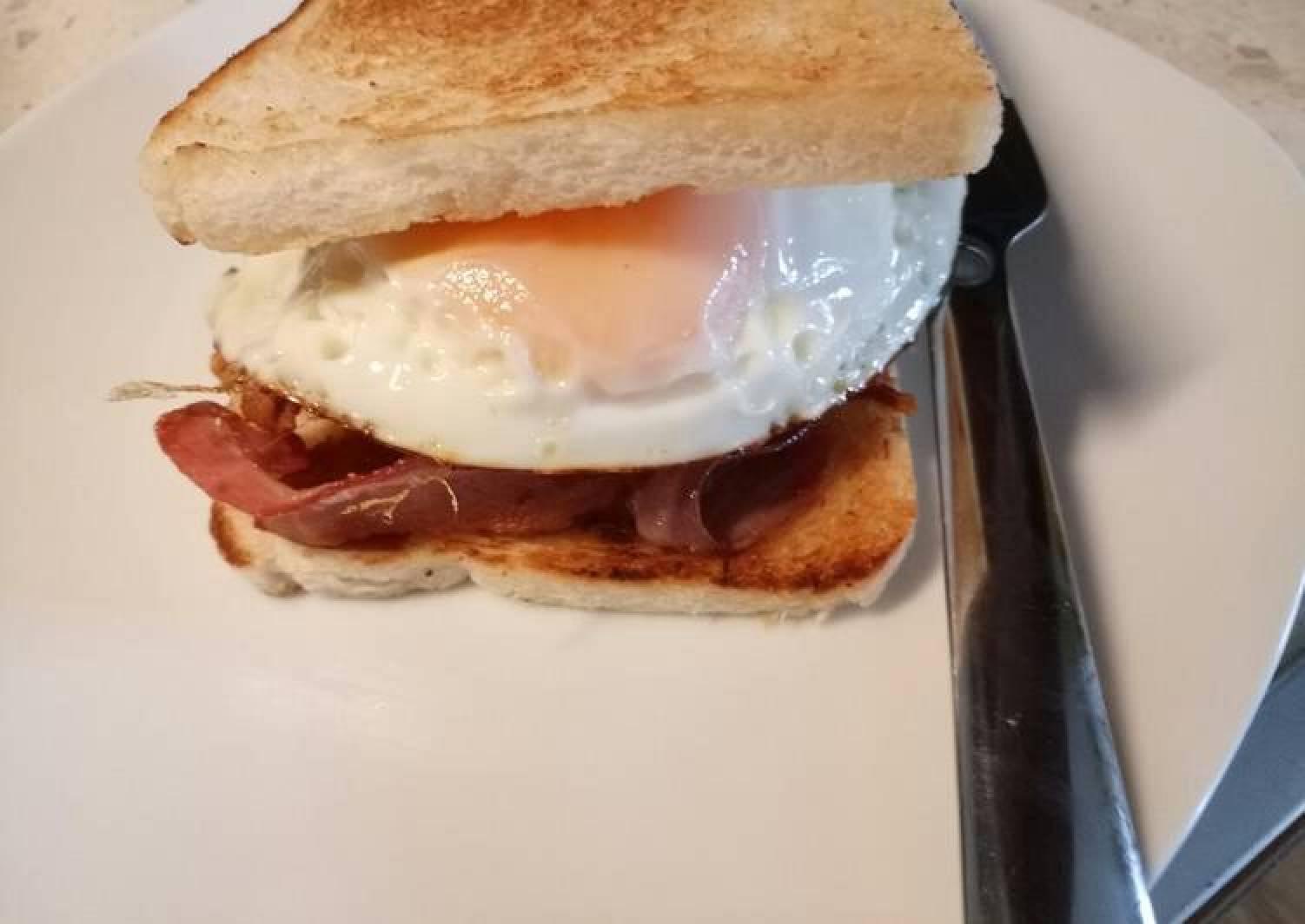 Fried egg and bacon sarnie