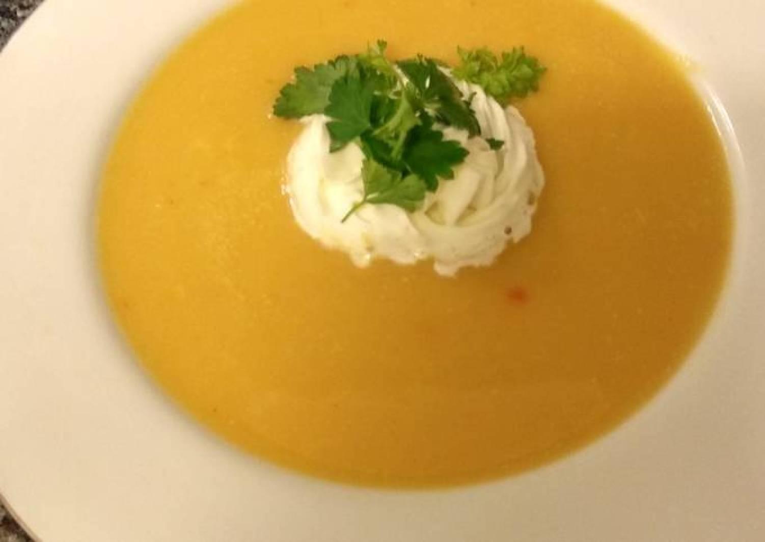 Kürbiscrème Suppe mit Zusatz
