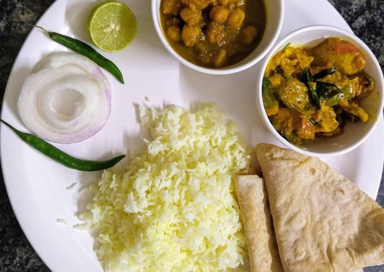 Veg lunch thali with rice, chhole, mushroom masala and chapati