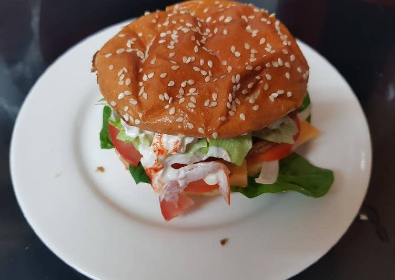 My Sriracha & Jalepeno Beef Burger 😙