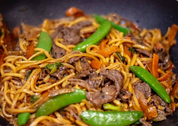 Easy stir fried honey and soysauce beef with egg noodles