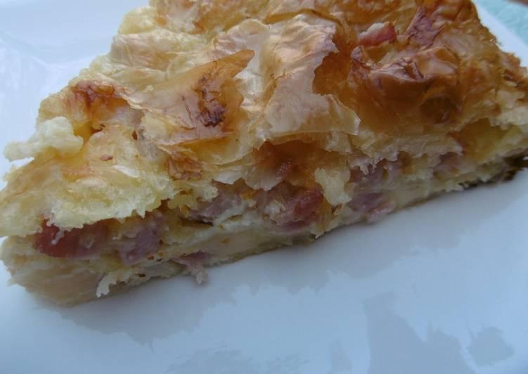 Tasty ham and cheese pie zambonotiropita