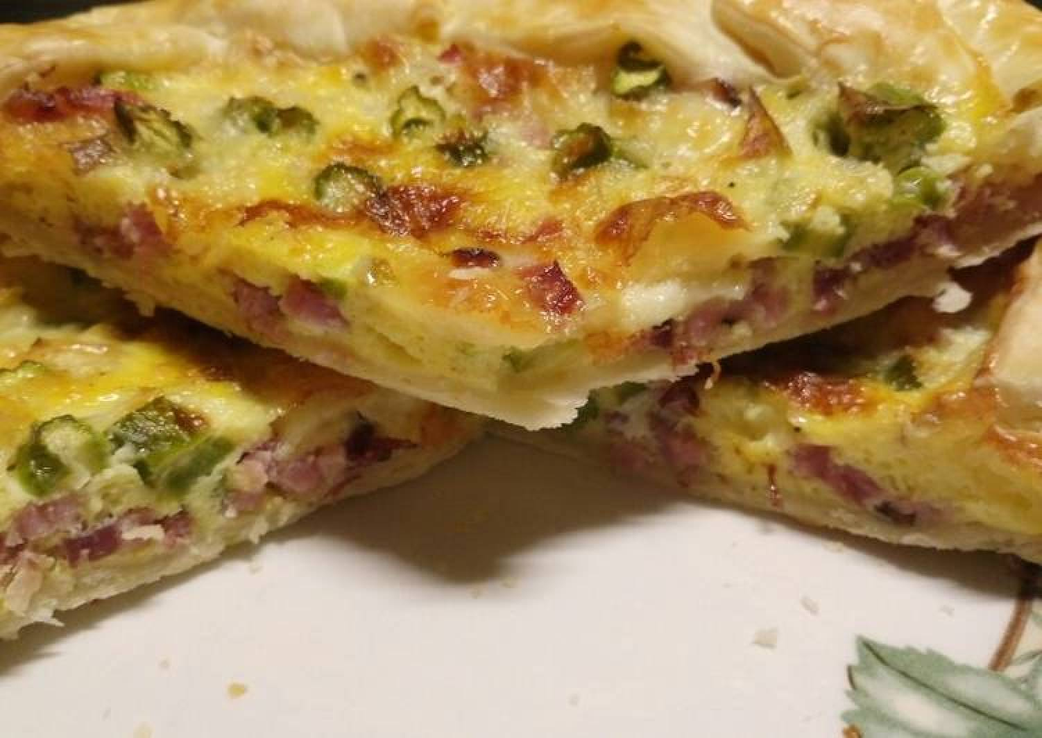 Speck, brie and asparagus pie