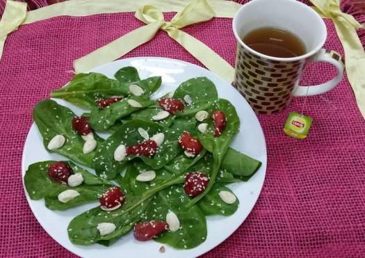 Strawberry, Spinach and Almond Salad
