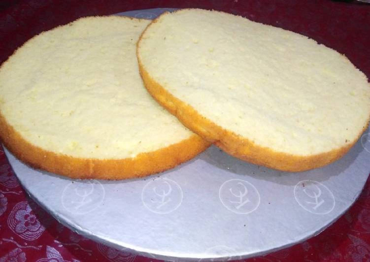 Fluffy vanilla sponge cake
