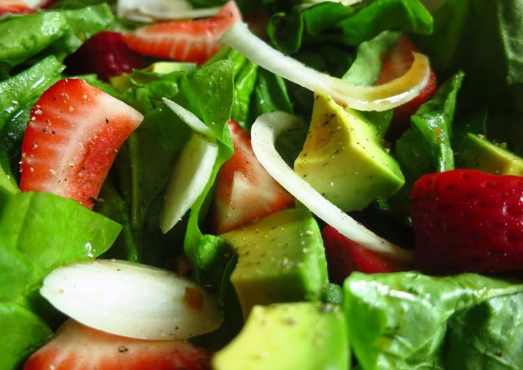 Strawberry Spinach Salad with Soy Worcestershire Dressing
