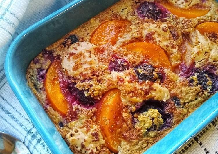 Peanut Butter, Peach & Berry Baked Oats