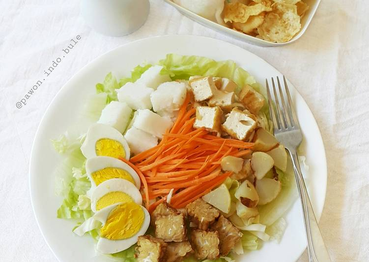 Indonesian Salad with Peanut Sauce Dressing (Gado-gado)