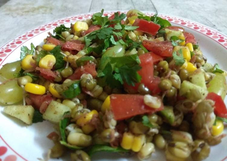 How to Prepare Award-winning Sprouted Moong Chaat