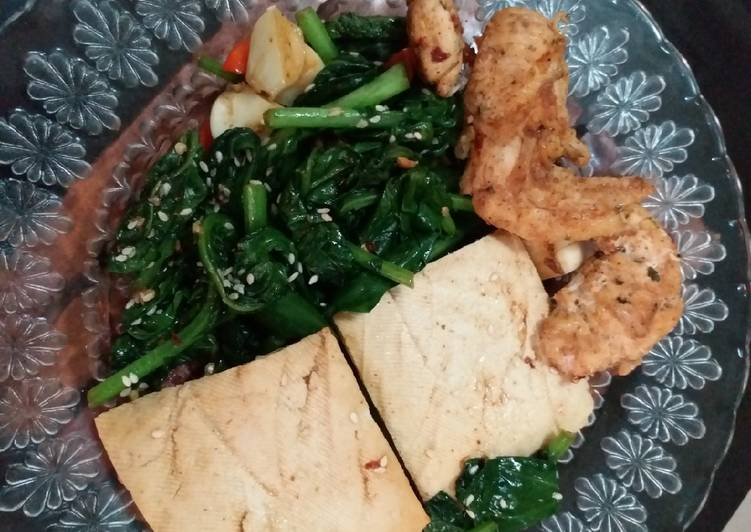 Stir fry kailan with tofu and chicken