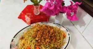 Spicy chicken mince vegetable spaghetti