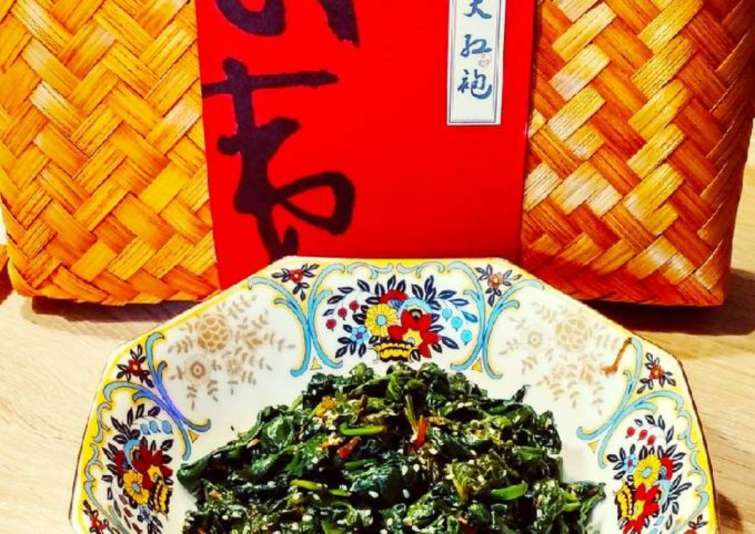 Frischer Spinat mit geröstetem Sesam, japanischer Art