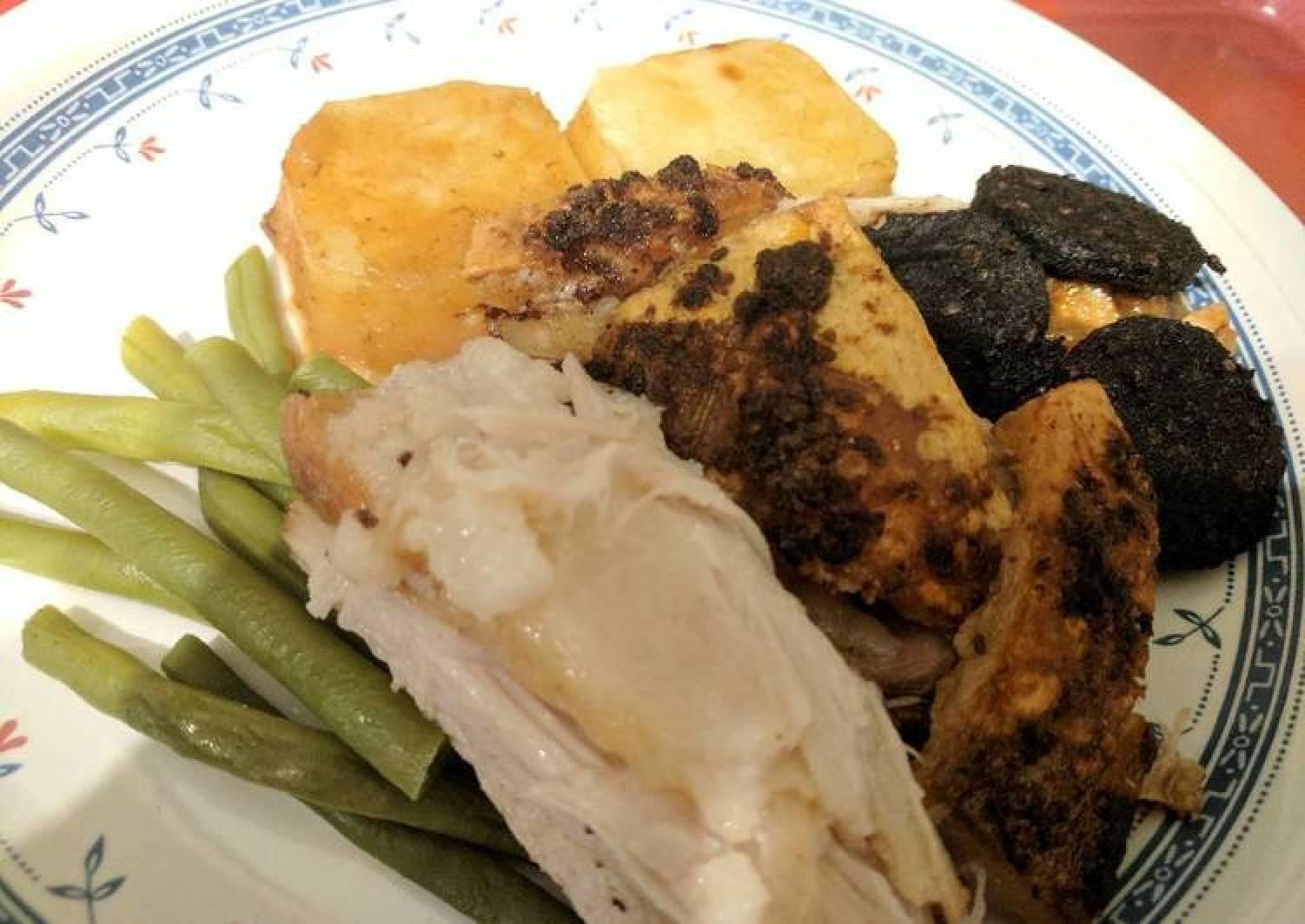 Pork Belly, Black pudding, potatoes, green beans & apple sauce