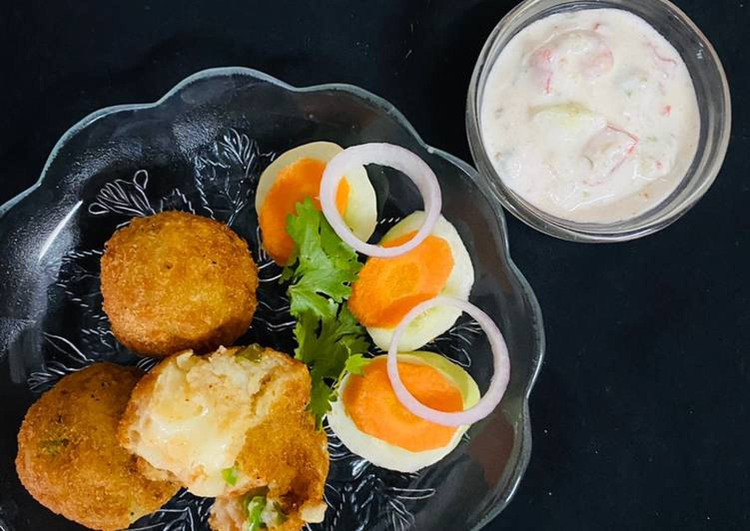 Potato Cheese Balls With curd dip