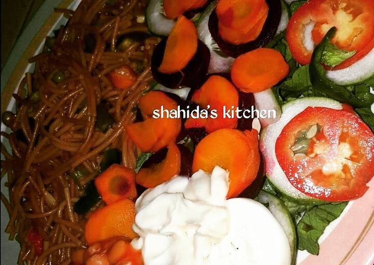 Recipe of Super Quick Homemade Fried spaghetti and salad