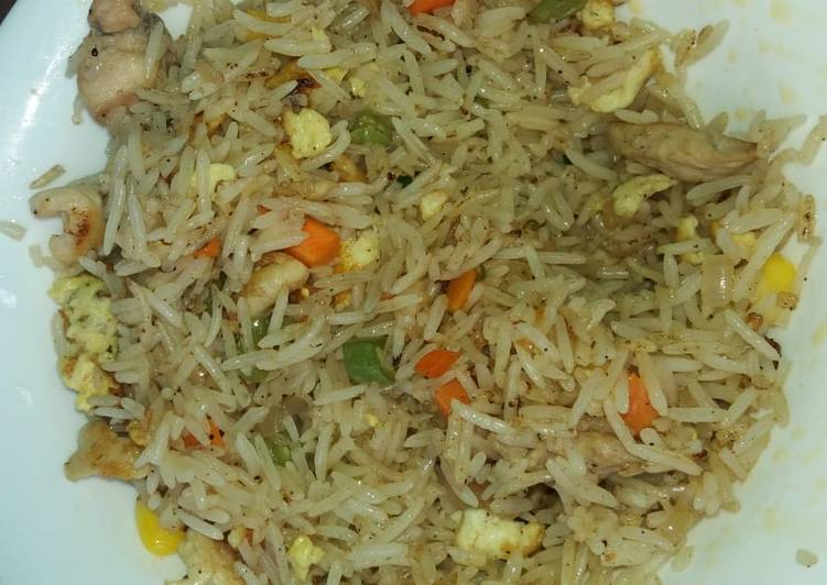 How to Prepare Favorite Mix vegetable and chicken fried rice