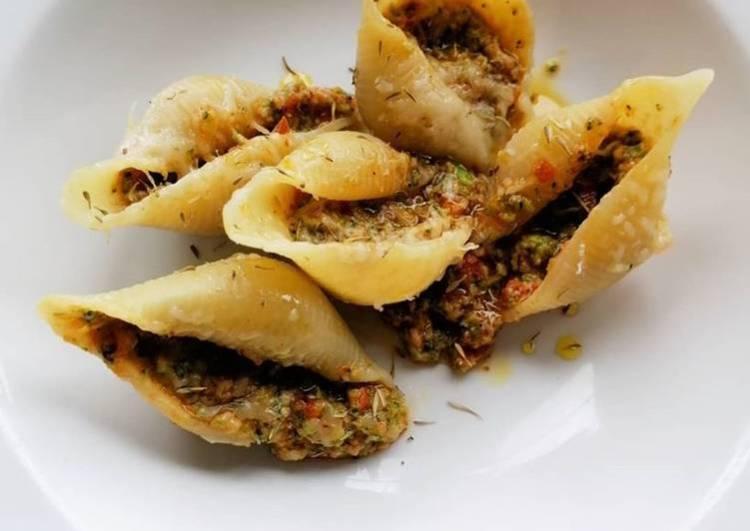 Broccoli & Tomato Pesto Pasta