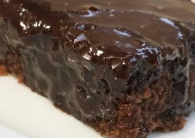 Rezept Um Gordon Ramsay Schneller Schoko-Blechkuchen mit Kefir und Schoko-Nuss-Guss zu machen