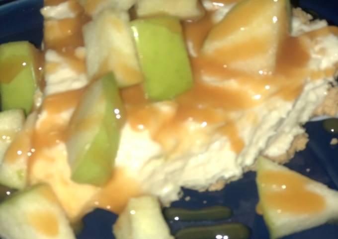 Easy no bake caramel apple cheesecake 🍏