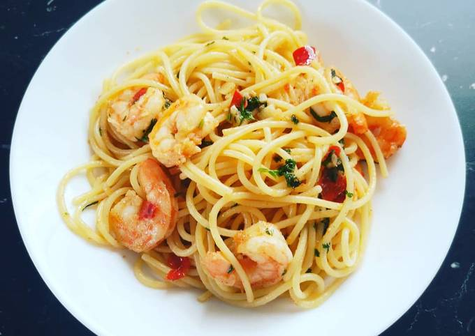 Schritt für Schritt Anleitung Um Schnell Gewinnende Spaghetti aglio e olio mit Gambas zuzubereiten