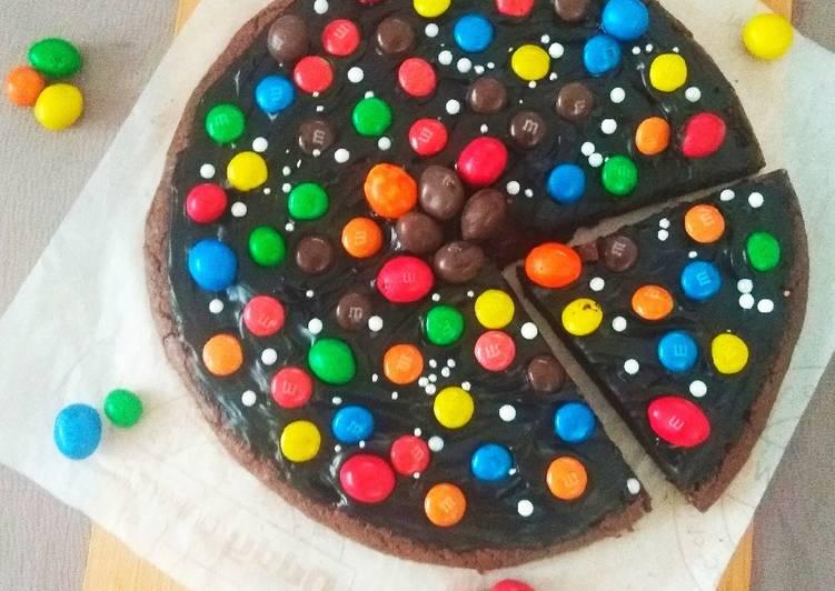 M  M Brownie Pizza