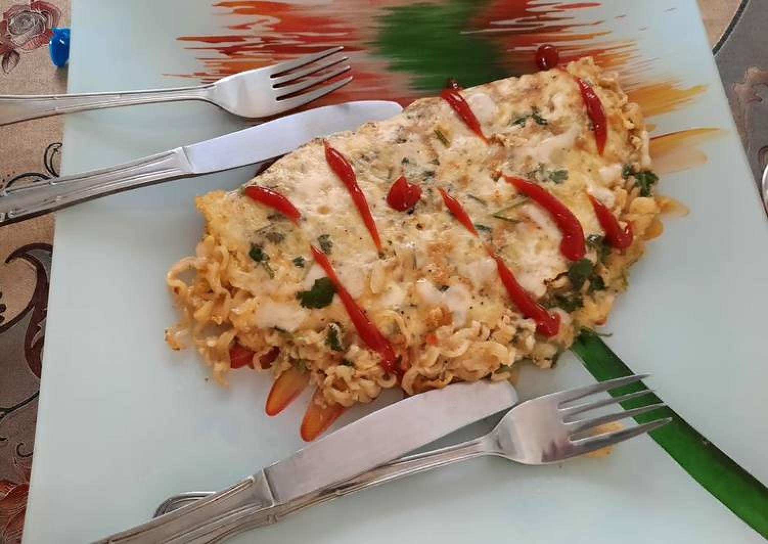 Maggi cheesy omelet