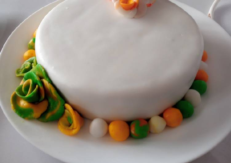 Japanese cake covered with fondant