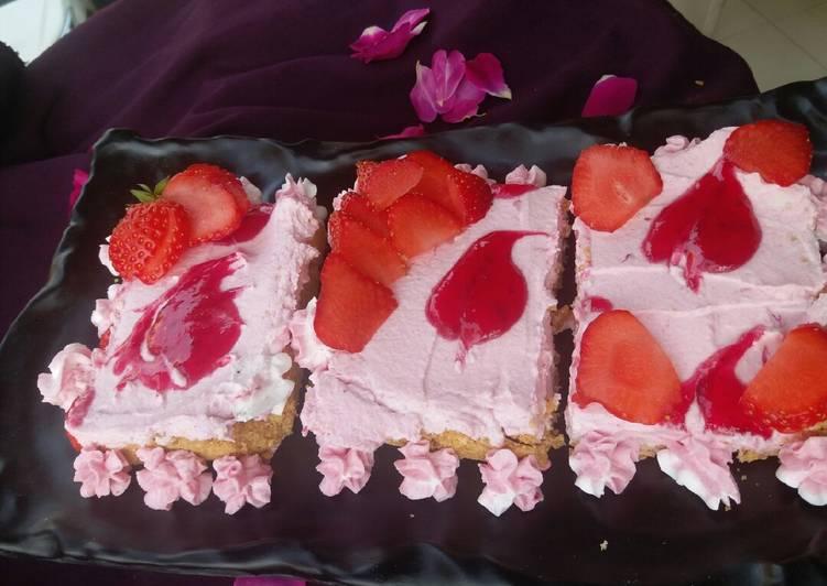 Individual no bake strawberry cheesecake