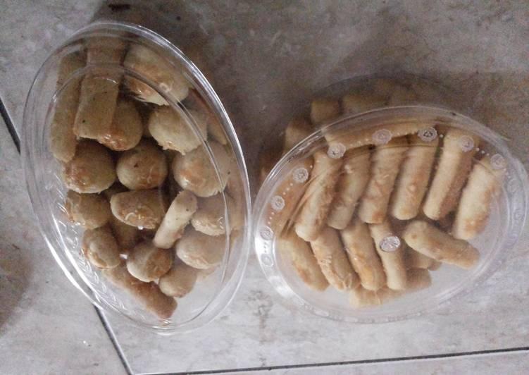 Kaasstengels (Cheese Shortbreads)