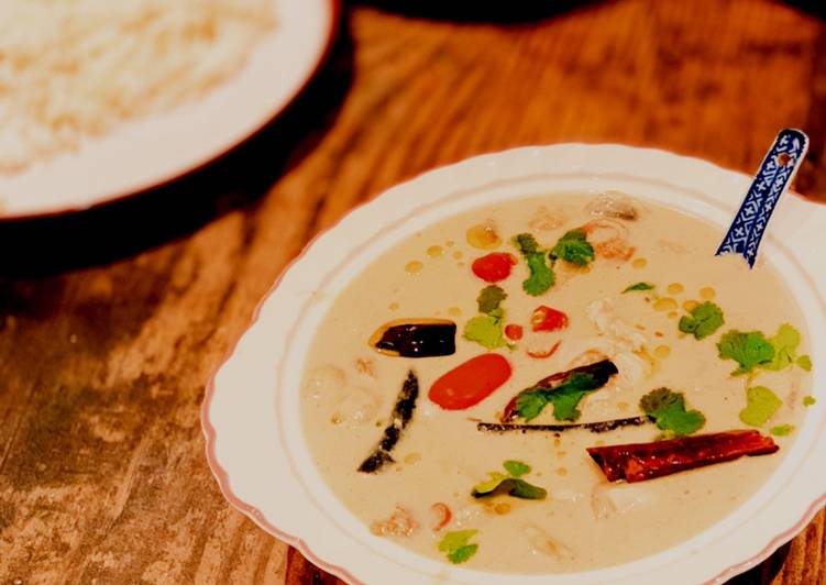 Chicken in coconut soup with galangal and chillies (Tom Kha Gai)