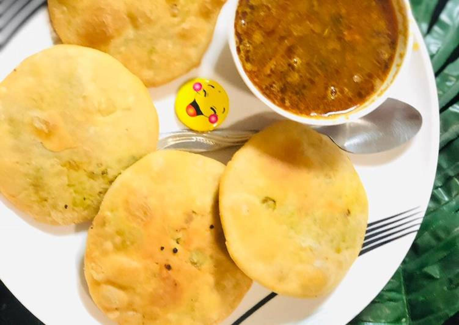 Khasta Kachori with Aloo ki sabji (Green peas stuffed patties)