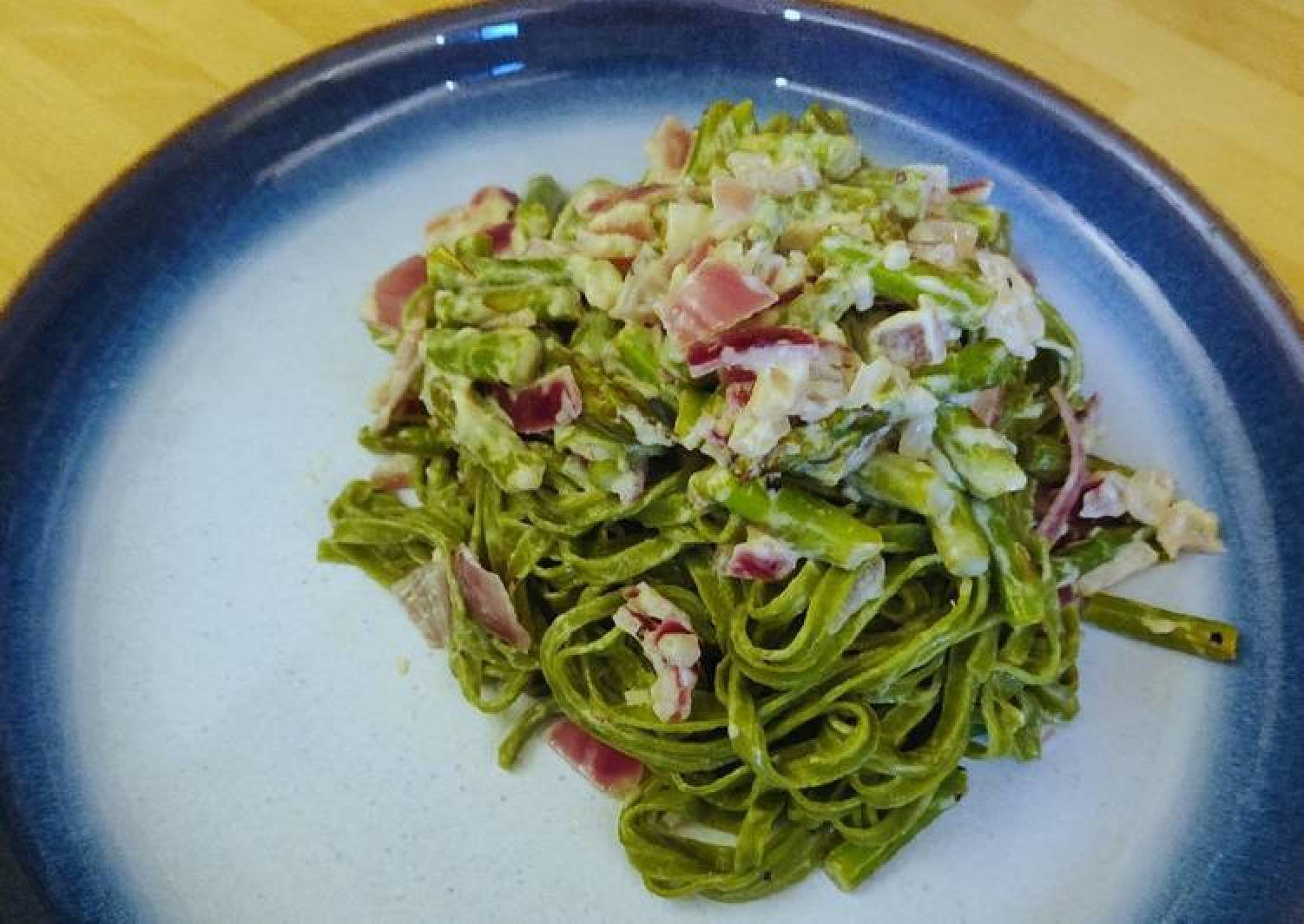 Spinach Linguine with Asparagus