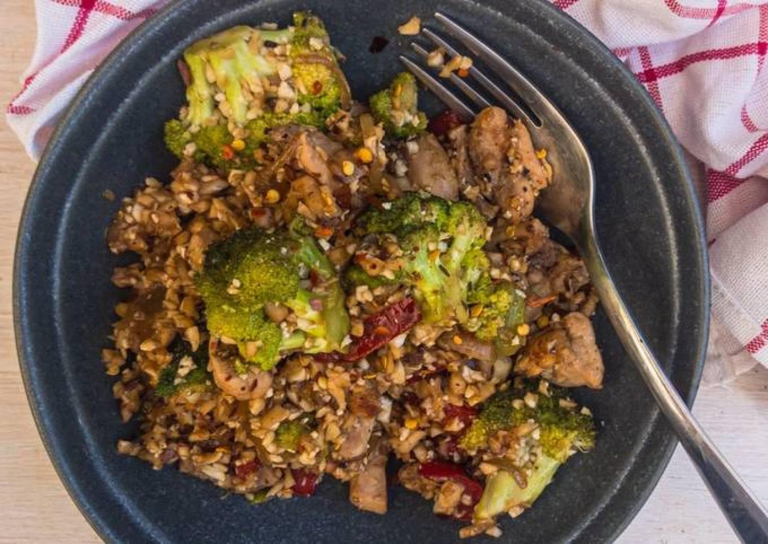Schnelle asiatische Gemüse-Hähnchen-Pfanne