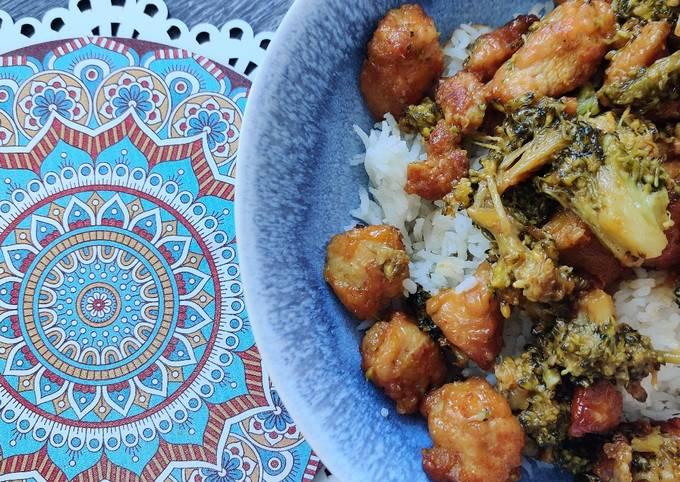 Rezept Um Preisgekrönte Pikantes Honig-Hähnchen mit Brokkoli zu machen