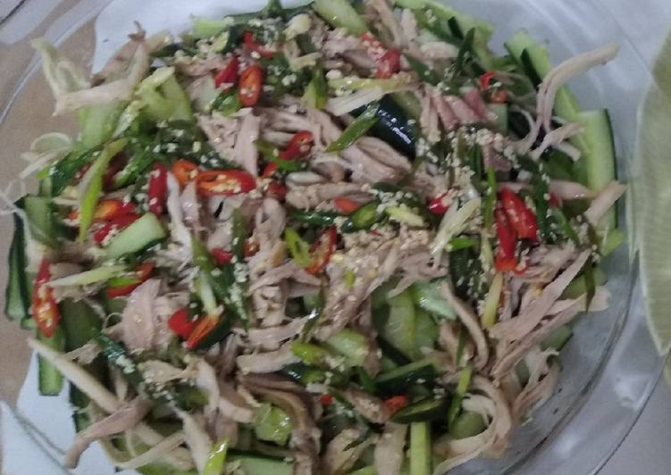 How to Prepare Perfect Chicken salad with mint and toasted sesame seeds