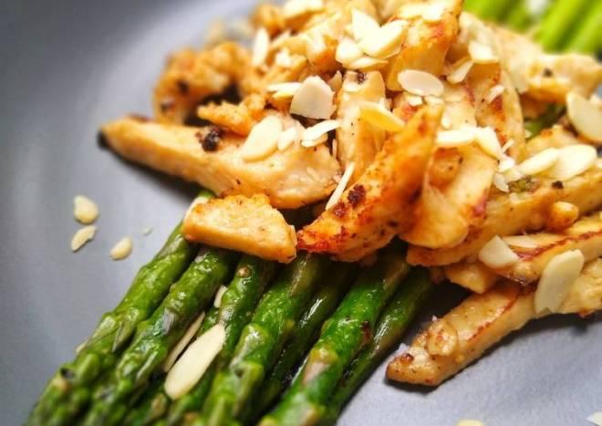 Ginger & Garlic Chicken With Asparagus