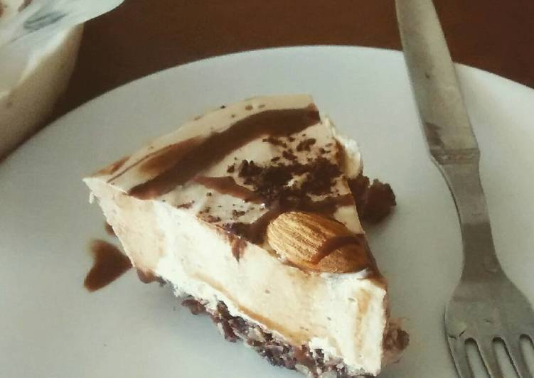 Coffee almond LCHF cheesecake