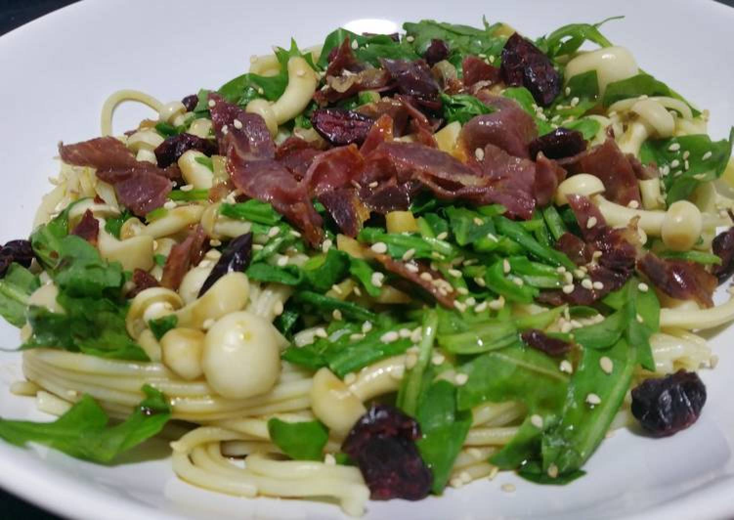 Pasta with rocket, mushrooms and crunchy ham
