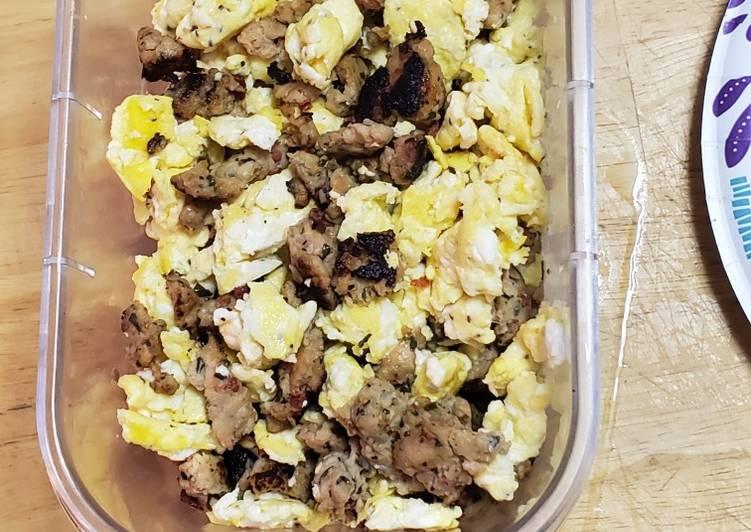 Chicken bruschetta scramble