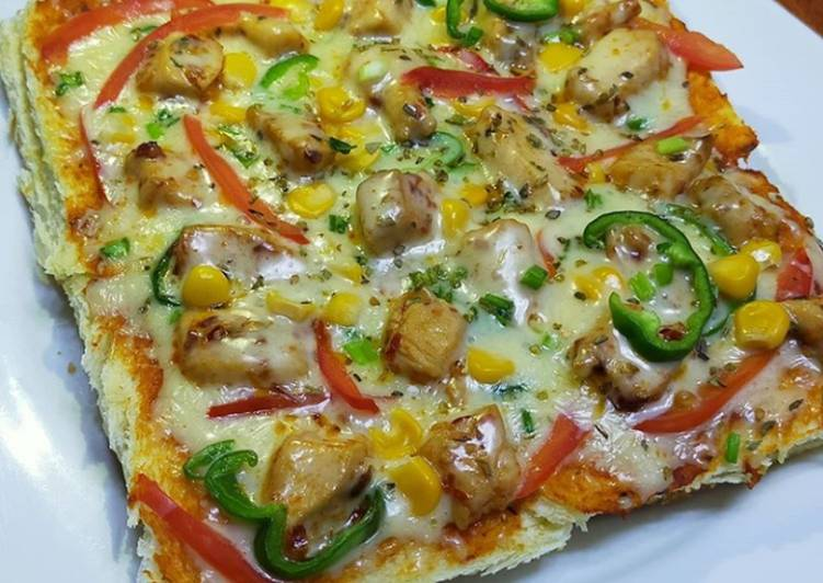 Cheesy bread pizza