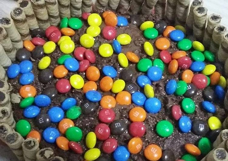 Nutella cake with M&M and wafers biscuit
