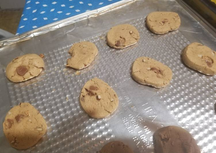 Recipe: Yummy Peanut Butter Cookies with chocolate chips and walnuts