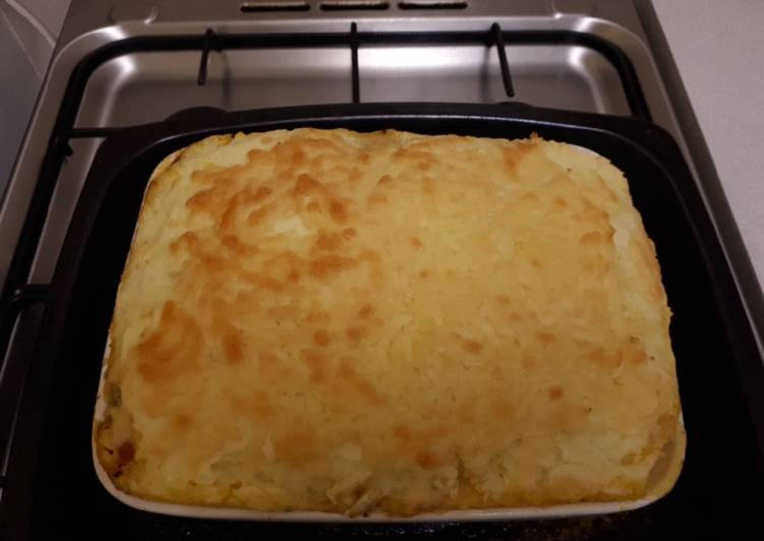 Cheesy mince beef and mash potato pie