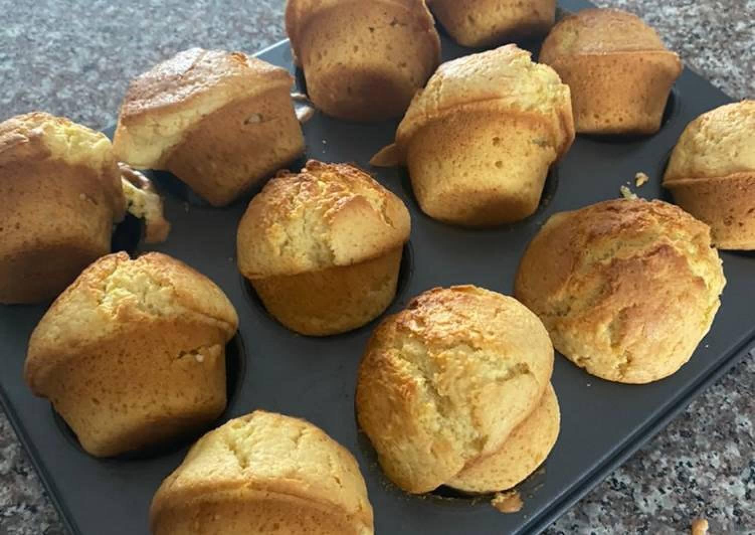 Sponge vanilla muffins