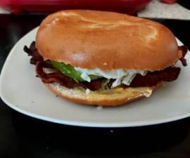 Recipe: Perfect My Avocado Streaky Bacon and Fried Egg Bagel. 💜
