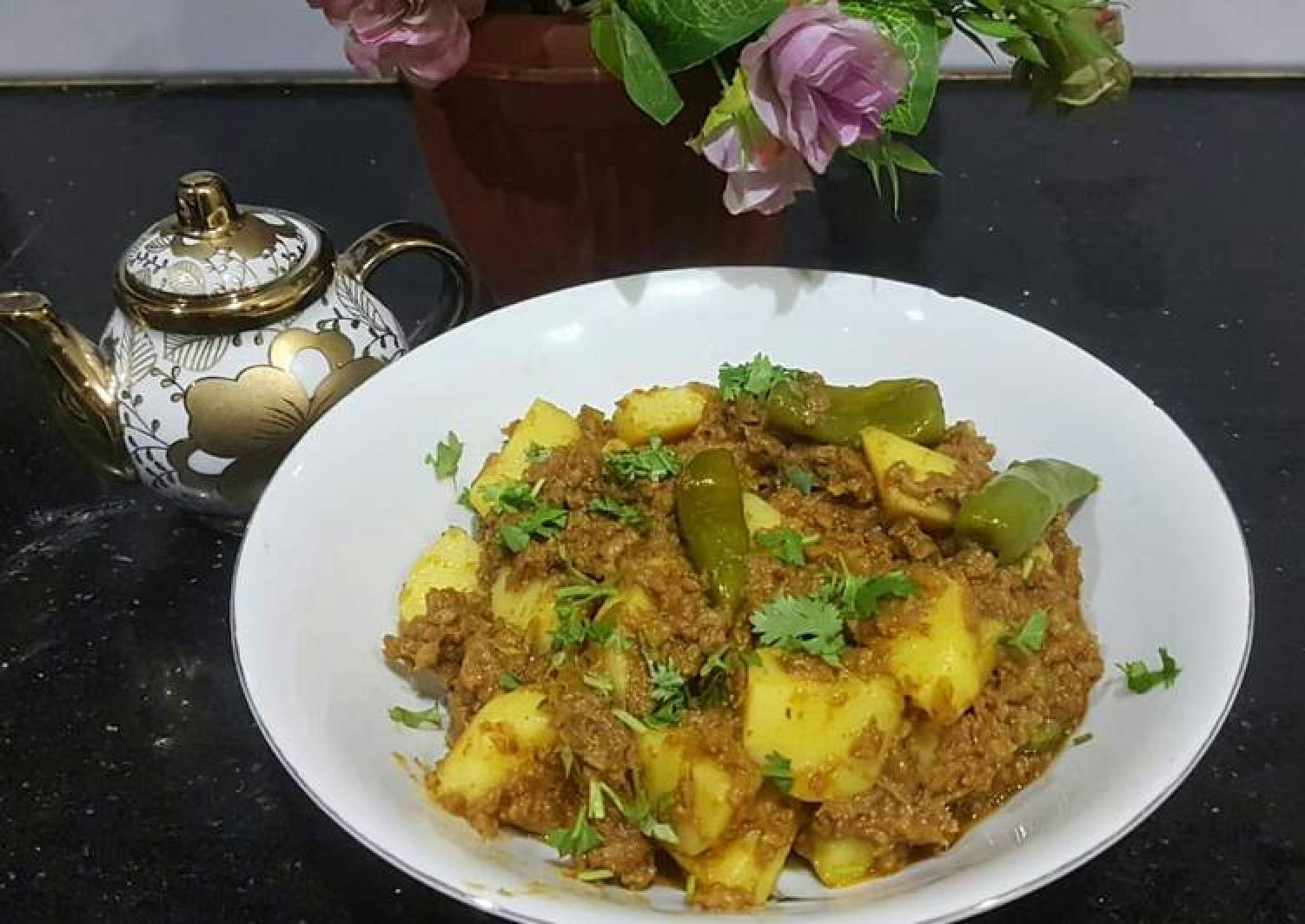 Aaloo qeema(potato with mince meat)