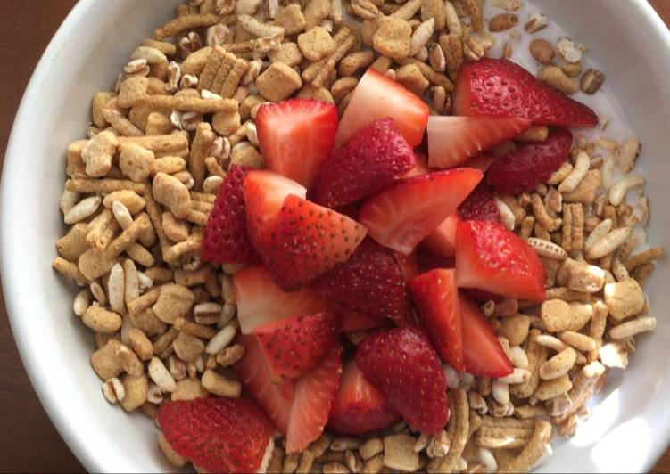 Kefir, Go Lean Cereal, Strawberries