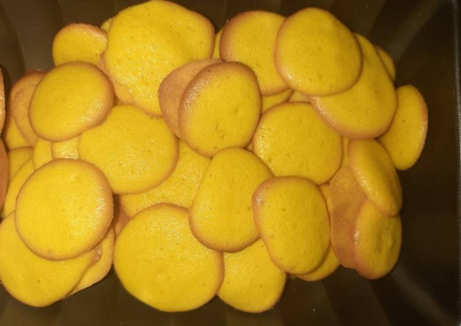 Egg dots biscuits